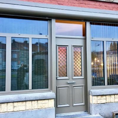 Porte Bel'M Astéria teinte bronze avec fenêtre aluminium et volet