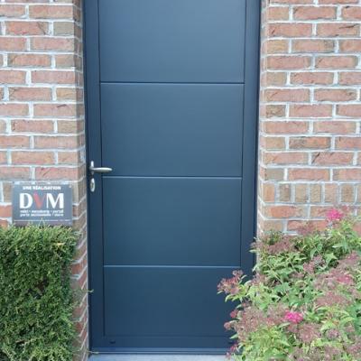 Porte de service en panneaux de porte sectionnelle rappelant la porte de garage GRIS 7016
